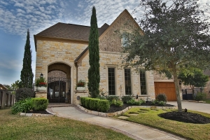 Beautiful home in gated community in hearf of Houston's Energy Corridor